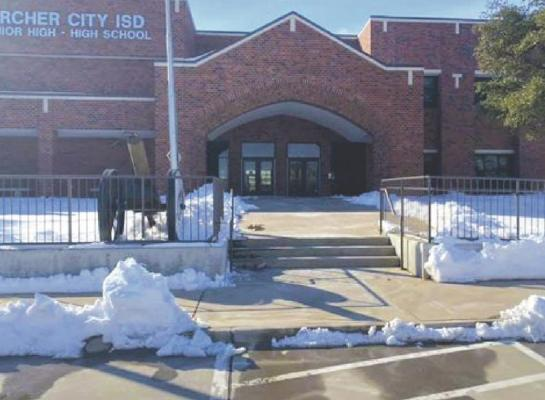 ACISD maintenance crew worked hard at clearing the sidewalks around the campuses to ensure a safe return to class for students. Courtesy photo/ACISD